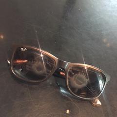 zwarte Rayban zonnebril, as reported by Van der Valk Hotel Veenendaal using iLost