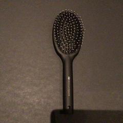 Haar gel , haarborstel, nagellakremover, zoals gemeld door Van der Valk Hotel Amsterdam Zuidas met iLost
