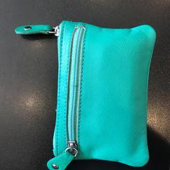 groene portemonnee, segons ha informat Johan Cruijff ArenA mitjançant iLost