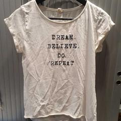 T-shirt, zoals gemeld door Van der Valk Hotel Apeldoorn - De Cantharel met iLost