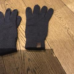 Gloves, as reported by Conscious Hotel Vondelpark using iLost