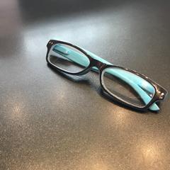 Bril blauw met zwart, as reported by Johan Cruijff ArenA using iLost