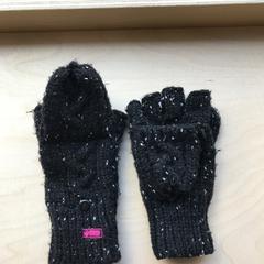 Gloves, zoals gemeld door The Tire Station Hotel met iLost
