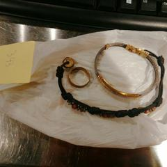 Jewels ( 1 ring and bracelets), conforme relatado por MEININGER Hotel Bruxelles Gare du Midi usando o iLost