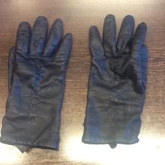 Leather gloves, as reported by Grand Hotel Amrâth Amsterdam using iLost