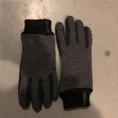 Handschoenen zwart/grijs, as reported by Awakenings New Year Specials 2019 using iLost