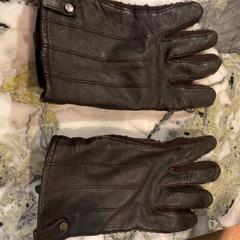 Leren handschoenen, gemeldet von Van der Valk Hotel Heerlen über iLost