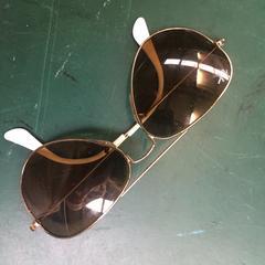 rayban zonnebril, zoals gemeld door STRAF_WERK  met iLost