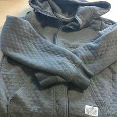 Heren vest met capuchon grijs, zoals gemeld door Connexxion Zeeland met iLost