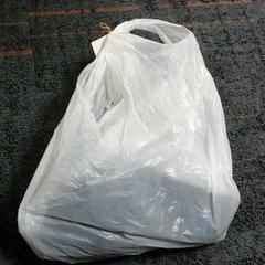 Plastic tas met kledingstuk, zoals gemeld door Connexxion Amstelland-Meerlanden Amstelveen met iLost