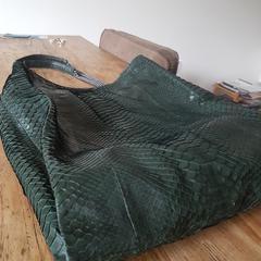 Groene tas atelier Amsterdam, gerapporteerd met iLost