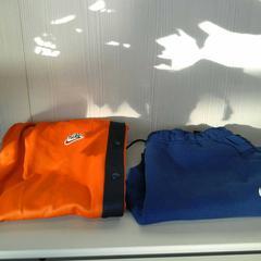 Sportbroeken ( Nike), zoals gemeld door Connexxion Gooi en Vechtstreek met iLost