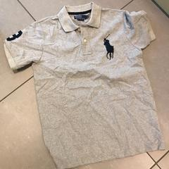 T-shirt gris Ralph Lauren taille M, as reported by MEININGER Hotel Lyon Centre Berthelot using iLost