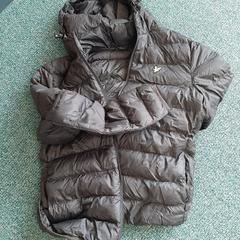 zwarte nylon jas, zoals gemeld door Connexxion Overijssel/Flevoland-IJsselmond met iLost
