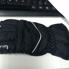 Rechter kind handschoen, as reported by SnowWorld, Landgraaf using iLost