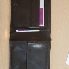 Zwarte lederen portemonnee, zoals gemeld door Connexxion Haarlem AML met iLost