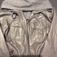 Leren jas, as reported by Van der Valk Hotel Wolvega Heerenveen using iLost