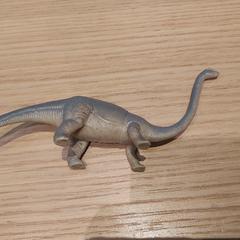 dino diplodocus plastic speelgoed, zoals gemeld door Rijksmuseum van Oudheden met iLost