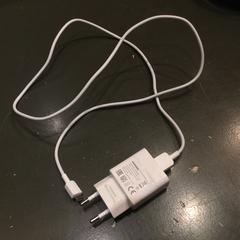 Witte oplader / white charger, as reported by Conscious Hotel Museum Square using iLost
