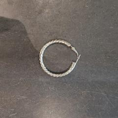zilvere oorbel, as reported by Van der Valk Hotel Veenendaal using iLost