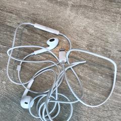 Ear phone がiLostで Van der Valk Hotel Veenendaal によって報告されました
