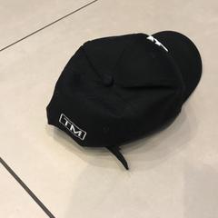 Zwarte pet, zoals gemeld door Johan Cruijff ArenA met iLost
