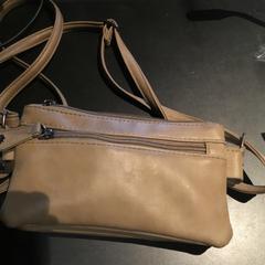 Handtasje, zoals gemeld door NEMO Science Museum Amsterdam met iLost