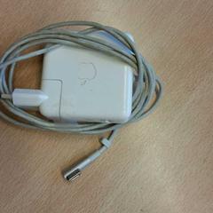 Apple oplader, zoals gemeld door UvA Science Park 904 met iLost