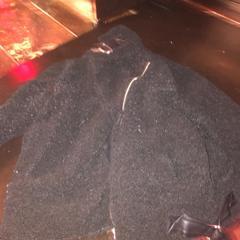 Zwarte schapenwol jas, zoals gemeld door De Heeren van Aemstel met iLost
