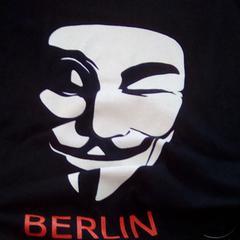 Schwarzes T-Shirt, as reported by MEININGER Hotel Berlin Alexanderplatz using iLost