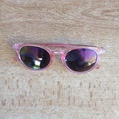 Roze zonnebril, zoals gemeld door Dolfinarium met iLost