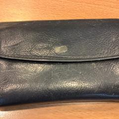 Zwarte portemonnee op naam van Roell, ako bolo nahlásené Gemeente Amsterdam pomocou iLost