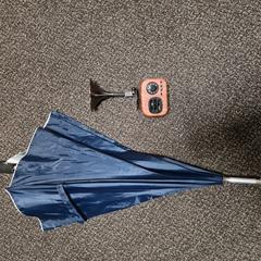 Blauwe paraplu en antieke radio, zoals gemeld door Van der Valk Hotel Tiel met iLost