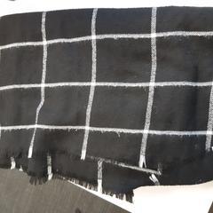 Zwart geruite sjaal, zoals gemeld door Connexxion Zeeuws-Vlaanderen met iLost
