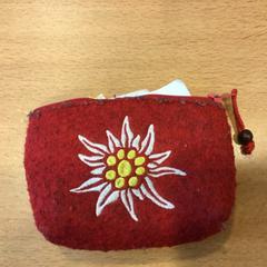Rode stoffen portemonnee tnv Buitenhuis, as reported by Gemeente Amsterdam using iLost