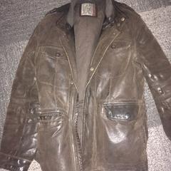 Bruine leren jas, zoals gemeld door Jaarbeurs met iLost