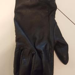 Zwarte leren handschoen, as reported by Cursus en vergadercentrum Domstad using iLost