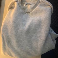 Grijze sweater, zoals gemeld door Van der Valk Hotel ARA met iLost