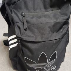 Zwarte Adidas rugtas, zoals gemeld door Connexxion Zeeland met iLost