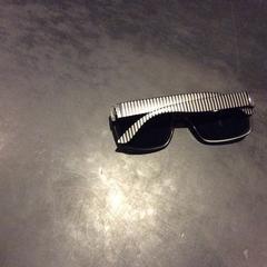 Zonnebril zwart met gestreepte poten, as reported by Van der Valk Hotel Wolvega Heerenveen using iLost