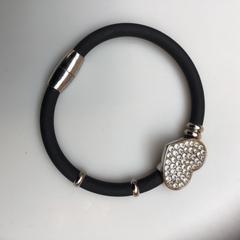 Armband, come riportato da Rijksmuseum utilizzando iLost