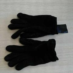 Zwarte handschoenen van de C&A, as reported by Connexxion Amstelland-Meerlanden Schiphol Noord using iLost