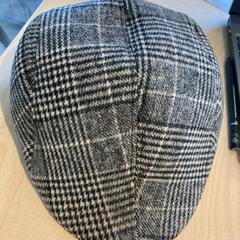 Grey hat, zoals gemeld door The Tire Station Hotel met iLost