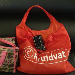 rode kruidvat tas,sjaal en diabetesmeter .zie foto, gerapporteerd met iLost