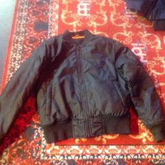 Zwarte bomberjack, zoals gemeld door De Heeren van Aemstel met iLost