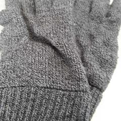 Handschoenen donkergrijs gemêleerd, zoals gemeld door Arriva Friesland / Groningen met iLost