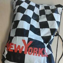 New Yorker tas met calvijn gymspullen, as reported by Connexxion Zeeland using iLost