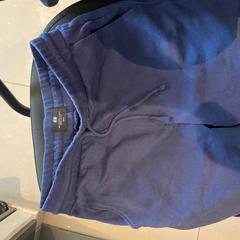 Short H&M + calecçon H&M bleus, as reported by Meininger Lyon Centre Berthelot using iLost