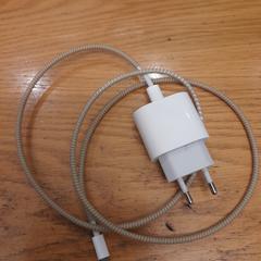 IPhone oplader met kabel, gemeldet von Faculteit der Rechtsgeleerdheid über iLost