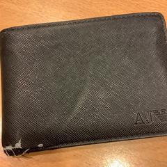 Zwarte portemonnee op naam van Cabitza uit Italie, amint azt Gemeente Amsterdam az iLost segítségével jelentette.
